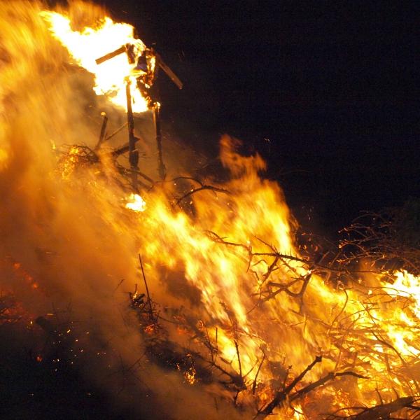 Biikebrennen - darum sollstest Du die friesische Tradition erleben Küstenglück Feuer1